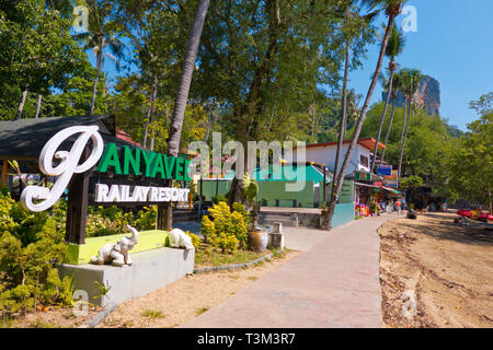 Footpath between the floating pier and Railay highlands, East Railay, Krabi province, Thailand - Stock Image