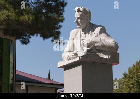 Azerbaijan, Sheki (Shaki), statue in main square - Stock Image