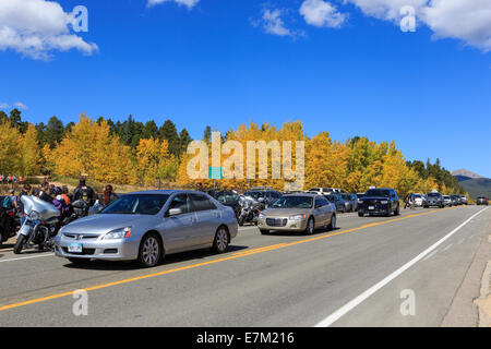 Park County, Colorado USA. 20 September 2014. Crowds from the Denver Front Range area travel to Kenosha Pass along - Stock Image