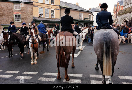 Horses and riders facing hunt supporters - Stock Image
