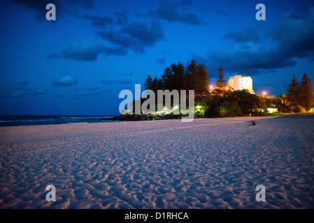 Looking towards Pat Fagan Park on the headland at Coolangatta at dusk. Sometimes paired as 'Twin Towns,' - Stock Image