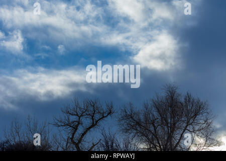 Darkening skies-clouds moving in & gathering where blue skies had been, shows weather change, Castle Rock Colorado US. Photo taken in January. - Stock Image