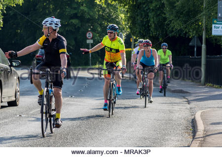 Hook, Hampshire, UK. 26th May 2018. Cancer patient and father of three Gareth Lancaster (40) and a team of cyclist from Cornwall are riding 240 miles of the Trafalgar Way from Launceston to Admiralty Arch, London to raise funds for Sarcoma UK. Over £13k has already been pledged. Despite major surgery last year in Birmingham Orthopaedic Hospital to remove a tumour and much of the front of his pelvis, Gareth's cancer has returned and he will require further surgery after the ride. Photo: The team arrive for a rest break in Hook. Credit: Images by Russell/Alamy Live News - Stock Image