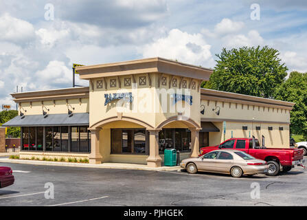 HICKORY, NC, USA-9/6/18: A local Zaxby's restaurant, a fast food chain specializing in chicken fingers, sandwiches and salads. - Stock Image