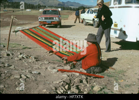 Carpet weaver near the roadside; close to Cuzco, Peru. - Stock Image