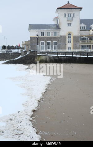 knightstone Island,  Weston super mare. UK. 2nd March, 2018. Snow and ice sitting on the small beach at Marine lake - Stock Image