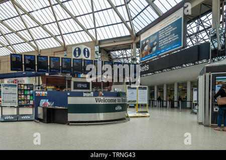 The information desk and electronic departure boards in the main concourse at Reading Railway Station in Reading, Berkshire, UK - Stock Image