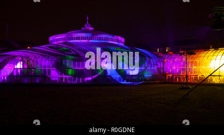 Swirling light and shade patterns projected onto the Kibble Palace as part of the GlasGLOW winter event, where the Botanic Gardens are lit up at night - Stock Image
