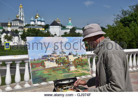 A street painter draws a picture of the Cathedral of the Holy Trinity-St. Sergius Lavra. in Sergiyev Posad - Stock Image