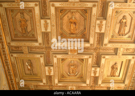 spectacular 3D carved ceiling in the famous  '13th century ' 'Church of St Nicholas' 'Le Marche', Italy - Stock Image