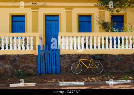 a bicycle parked in front of a typical house of the countryside of Brazil - Stock Image