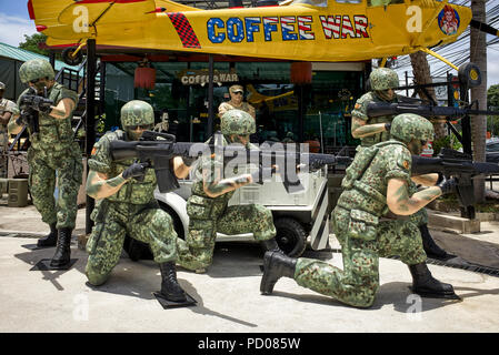 Statues of USA soldiers at the Coffee War cafe Pattaya Thailand. Also an American army supply store - Stock Image