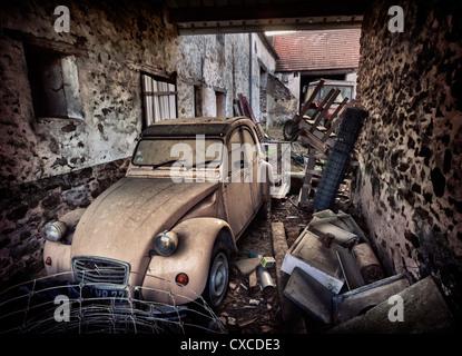 Farmers old Citroën 2CV in France - Stock Image