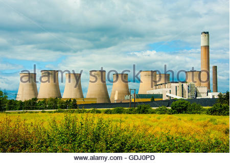 Stock Photo of Ratcliffe-On-Soar Power Station, A coal powered station operated by EON UK In Nottinghamshire - Stock Image