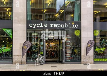 A branch of Cycle Republic in the West End of London.  Cycle Republic is a part of the Halfords Group. - Stock Image