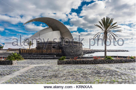 The 17th century fort of Castillo de San Juan Bautista and the Auditorio de Tenerife in background on the sea front - Stock Image