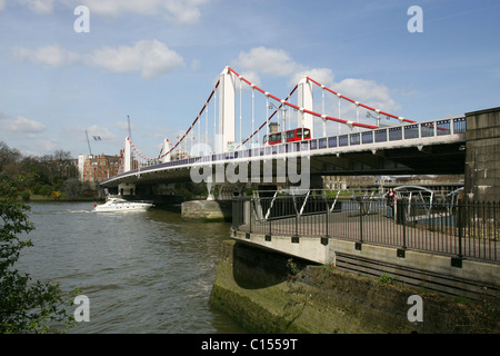 Chelsea Bridge and River Thames, West London, UK - Stock Image