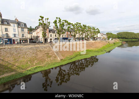Chinon, France. Picturesque view of the River Vienne with Chinon's tree lined north embankment, at Quai Jeanne d'Arc, in the background. - Stock Image