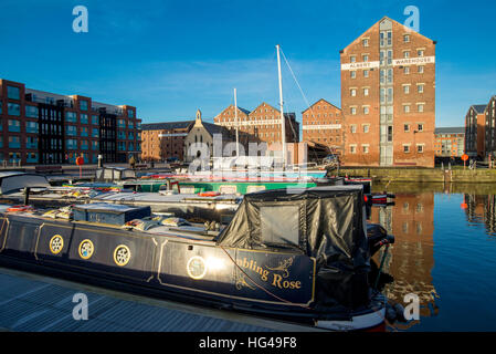 Victoria Dock with warehouses and boats in Gloucester docks regeneration area - Stock Image