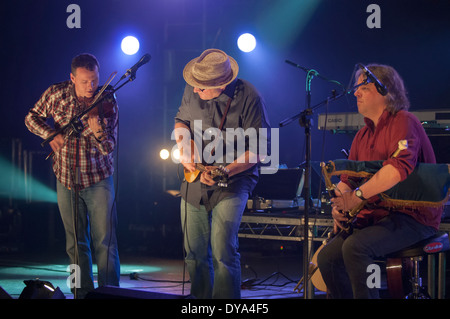 Andy Dinan, Adrian Edmondson, Troy Donockley of The Bad Shepherds playing in concert - Stock Image