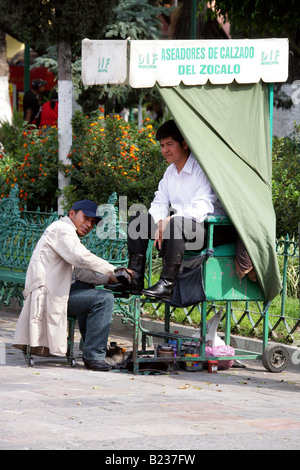 Shoe-shine Boy, Zocola Square, Puebla, Mexico - Stock Image