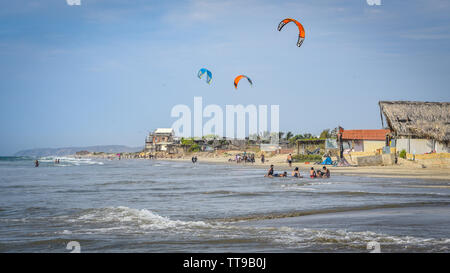 Mancora, Peru - April 18, 2019: Kitesurfers flying over the beaches of Mancora - Stock Image