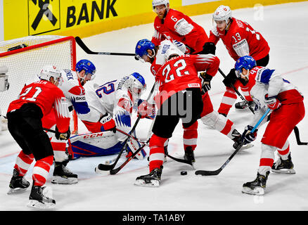 Bratislava, Slovakia. 21st May, 2019. L-R Kevin Fiala (SUI), Filip Hronek (CZE), Patrik Bartosak (CZE), David Musil (CZE), Yannick Weber (SUI; 6), Nino Niederreiter (SUI; 22), Nico Hischier (SUI) and Jan Kovar (CZE) in action during the match between Czech Republic and Switzerland within the 2019 IIHF World Championship in Bratislava, Slovakia, on May 21, 2019. Credit: Vit Simanek/CTK Photo/Alamy Live News - Stock Image