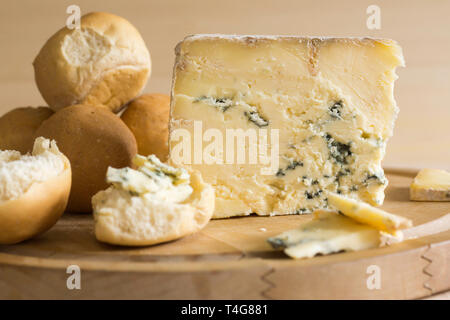 Blue Vinny a traditional cheese made in Sturminster Newton in Dorset England from unpasteurised skimmed milk served with Dorset Knobs - Stock Image