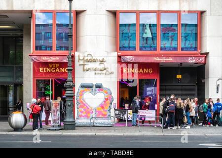 Madame Tussauds Waxwork Museum In Unter den Linden, Berlin. Exterior view with queue of people - Stock Image