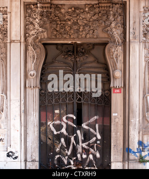 Ornate doorway of the art nouveau style Botter apartment building, 235 Istiklal Caddesi, Beyoglu, Istanbul, Turkey - Stock Image