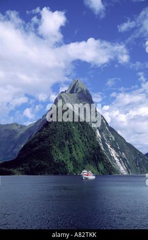 New Zealand Milford Sounds Mitre peak Fjord toruist boat - Stock Image