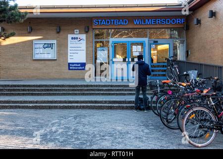 Berlin Stadtbad Wilmersdorf. Indoor swimming pool exterior & entrance - Stock Image