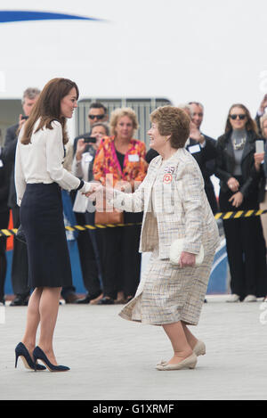 Portsmouth, UK. 20th May 2016. Duchess of Cambridge arrives at Landrover BAR and the 1851 Trust. Credit:  MeonStock/Alamy - Stock Image