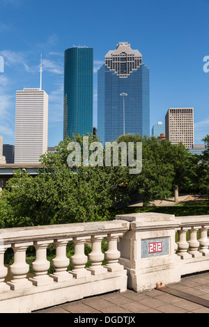 Houston skyline and road bridge on sunny day with blue sky - Stock Image