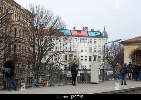 Germany, Berlin. Train platform with building grafittii tag in the background. Credit as: Wendy Kaveney / Jaynes - Stock Image