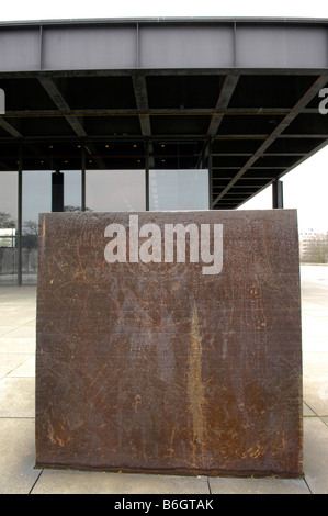 new national gallery art berlin germany deutschland sculpture box metal cube - Stock Image