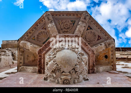 Lower details of the Saint Bernardino da Siena pulpit on the Duomo di Perugia, Italy - Stock Image