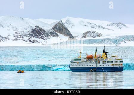Greenland. Liverpool Land. Warming Island. Ocean Nova ship and the glacier. - Stock Image