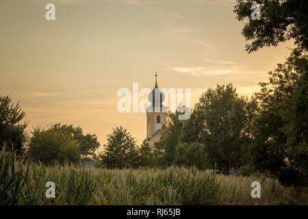 Kirche mit Zwiebelturm in Eching bei Landshut, - Stock Image