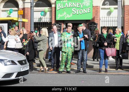 Spectators Outside An Irish Pub Watch The Liverpool St.Patrick's Day Parade. - Stock Image