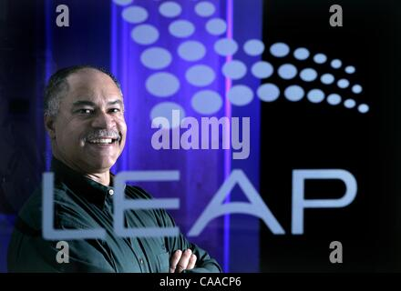(Published on 11/19/2004, C-1; UTS1845207) SLleap231061x001/Nov 16---This is a Tech Inc. story updating readers - Stock Image