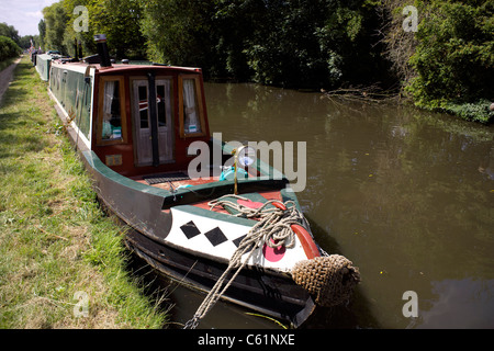 Narrowboat moored on the Trent and Mersey Canal at Burton on Trent, Staffordshire, England, UK, GB, Great, Britain, - Stock Image