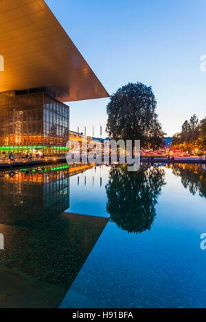 Schweiz, Kanton Luzern, Vierwaldstättersee, Luzern, Kultur- und Kongresszentrum, KKL, Architekt Jean Nouvel, - Stock Image