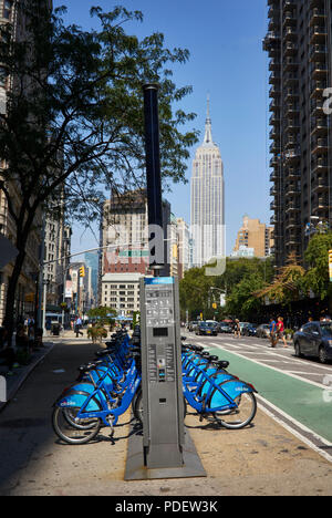 Citi Bike station in Broadway and 22nd street, under the Flatiron building in Manhattan - Stock Image