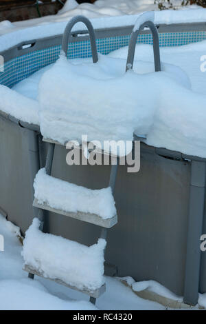the pool is filled to the top with snow - Stock Image