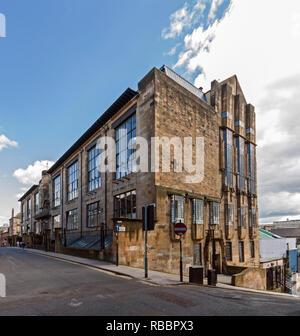 The Glasgow School of Art in Renfrew Street Glasgow Scotland designed by Charles Rennie Mackintosh as seen from wesst at top of Scott Street - Stock Image