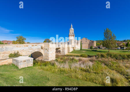 scenery with bridge and Burgo de Osma medieval town, exterior wall and tower of cathedral, landmark and monument from thirteenth century, in Soria, Sp - Stock Image