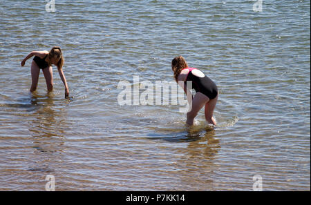Dundee, Tayside, Scotland, UK. 7th July, 2018. UK weather: The heatwave continues with temperatures reaching 24º Celsius. Two young girls having fun in the water enjoying the hot sunny weather at Broughty Ferry beach in Dundee,UK. Credits: Dundee Photographics / Alamy Live News - Stock Image