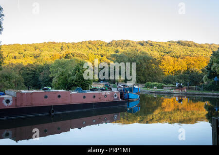 A view over the Kennet and Avon canal at Dundas Aquaduct towards the autumn foliage on an autumn evening - Stock Image