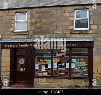 Trotters Family Bakers Queen Street Amble Amble is a small town on the north east coast of Northumberland in North East England. Cw 6682 - Stock Image